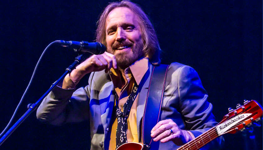 report singer tom petty on life support clinging to life tennessee star. Black Bedroom Furniture Sets. Home Design Ideas