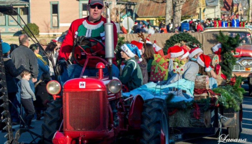 The Christmas Parade.Leiper S Fork To Welcome Kid Rock In Dec 15 Christmas