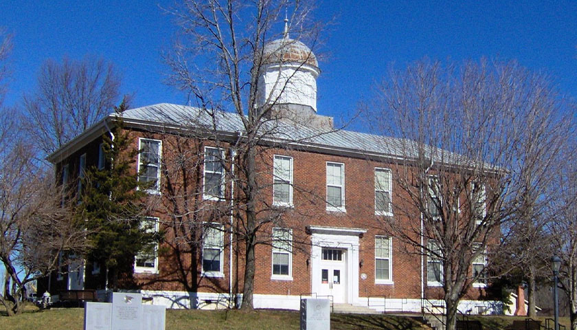 Dickson County Courthouse in Tennessee