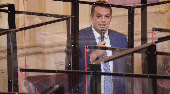 David Suetterlein speaks on the Senate floor
